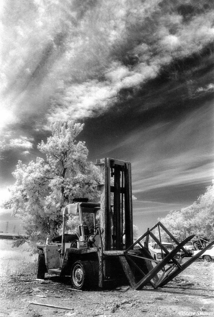 rio linda, california, broken down forklift, junked, photo
