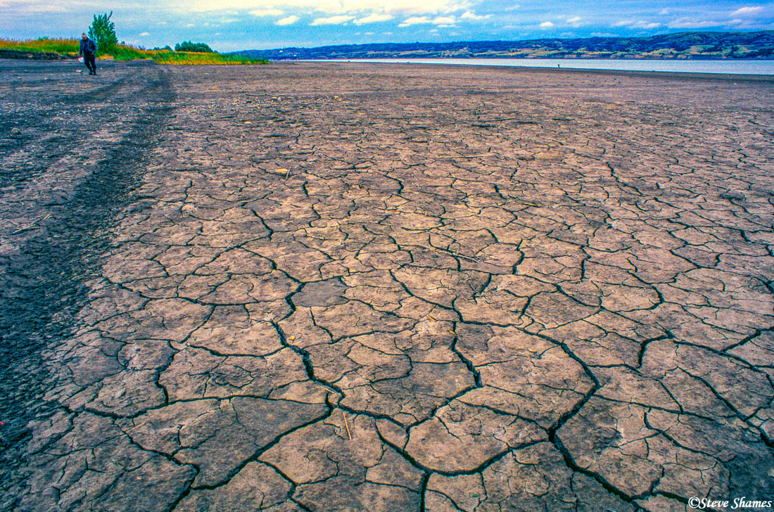 missouri river, south dakota, cracked mud, photo