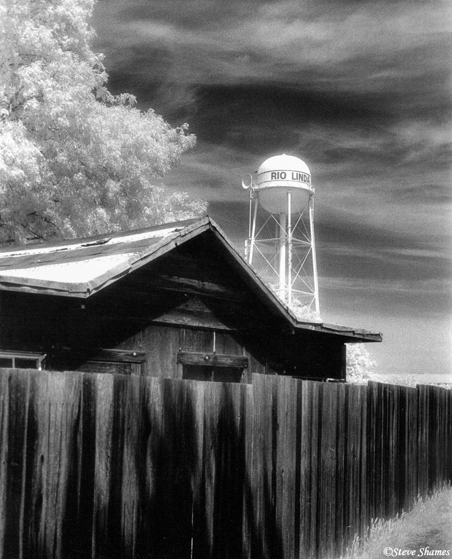 rio linda watertower, california, infrared, photo