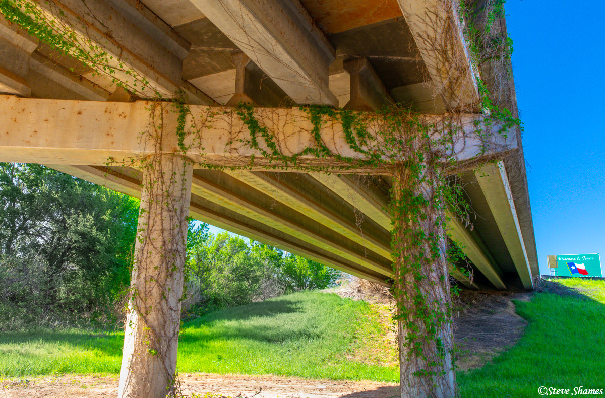 I liked the vines growing on this overpass. This was the bridge that goes over the Red River at the Texas/Oklahoma border.